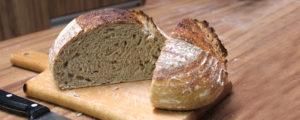 Da panela de ferro ao saco de assar frango. Técnicas para turbinar seu forno doméstico para fazer pão.