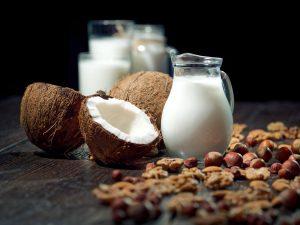 Conheça 6 tipos de leite vegetal para oferecer em sua padaria